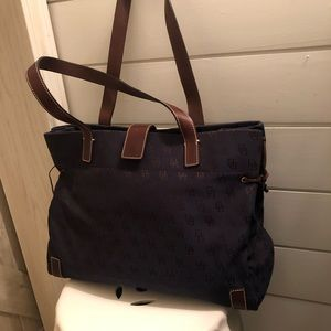 Dooney and Bourke medium tote- like new condition